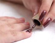 Как покрасить ногти на правой руке