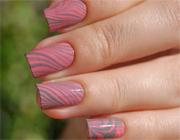розовые разводы на ногтях