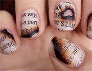 Обгоревшая газета на ногтях