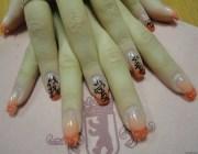Китайские иероглифы на ногтях