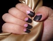 Лунный маникюр на ногтях