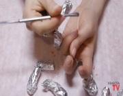 Соскабливание покрытия с ногтей