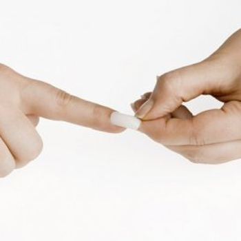 Снимаем нарощенные ногти