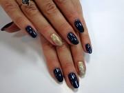 Кристина на ногтях