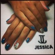 Джессика на ногтях