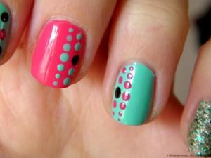 Дизайн ногтей в горошек