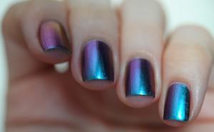 Хамелеон на ногтях