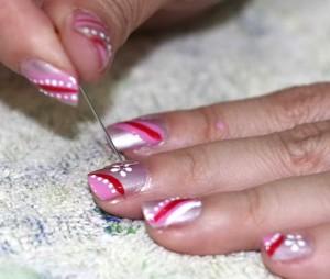 Рисуем на ногтях простой иголкой
