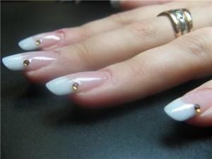 белый френч нарощенные ногти фото