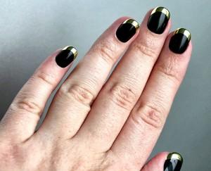 Черные ногти френч золотой фольгой