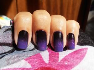 Как покрасить ногти двумя цветами