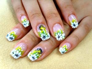 Красивый рисунок акриловыми красками на ногтях