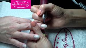 Шлифовка ногтя для выравнивания