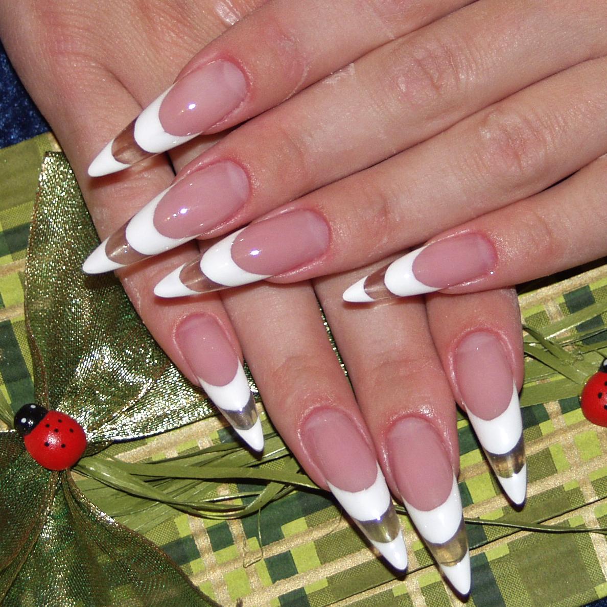 Как правильно ухаживать за острыми ногтями?